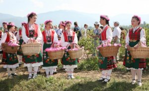 WHAT TO DO WHEN IN SOFIA Festival-of-roses-in-Kazaluk