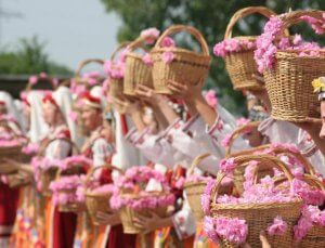 WHAT TO DO WHEN IN SOFIA the-festival-of-roses-in-Kazanluk